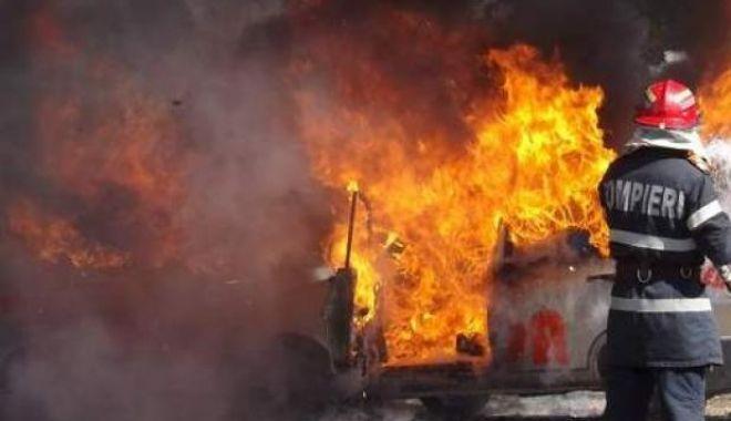 MAȘINĂ ÎN FLĂCĂRI, LA CONSTANȚA! - 1incendiumasinarsz40-1524643817.jpg