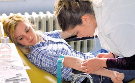 Foto: Tinerii, mai afectaţi de anemie decât vârstnicii