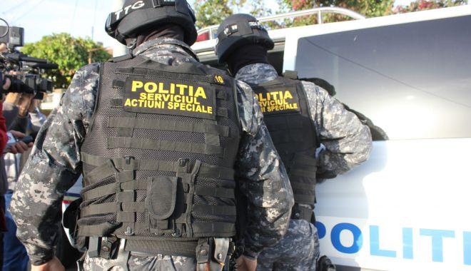 PERCHEZIȚII la o grupare de DEALERI DE DROGURI! Mai multe persoane au fost arestate - 1iunieperchezitii-1591008823.jpg