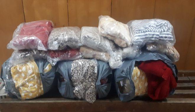 Foto: Haine contrafăcute, aduse din Turcia, confiscate la graniță