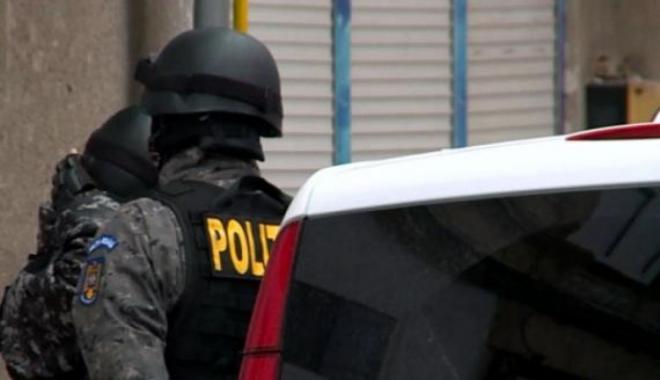 Foto: Poliţist cercetat de colegi pentru proxenetism