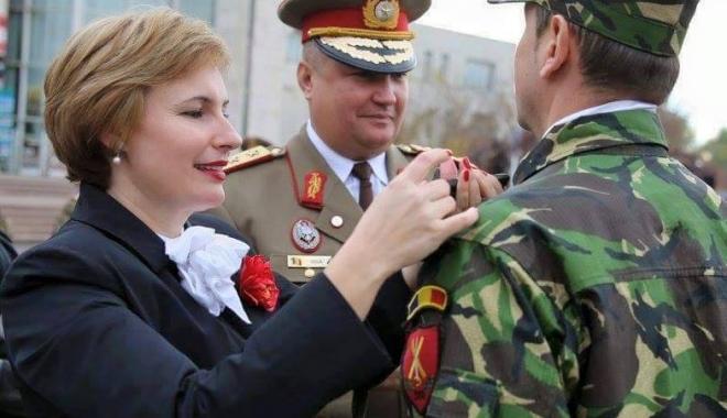 """Foto: Otilia Sava, viitorul ministru al Apărării? """"Generalul soldaţilor"""" ar avea susţinerea Armatei"""