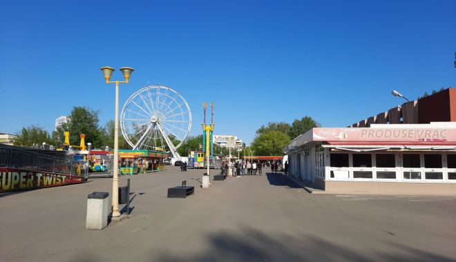 GALERIE FOTO / Este activitate în Satul de Vacanță. Constănțenii au ieșit la plimbare - 2-1620572562.jpg