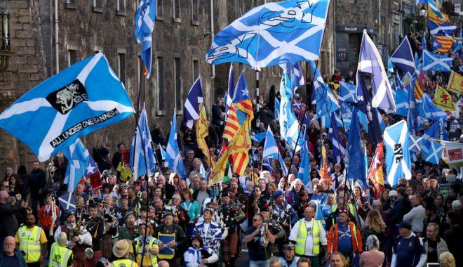 Foto: 20.000 de persoane au manifestat pentru independenţa Scoţiei