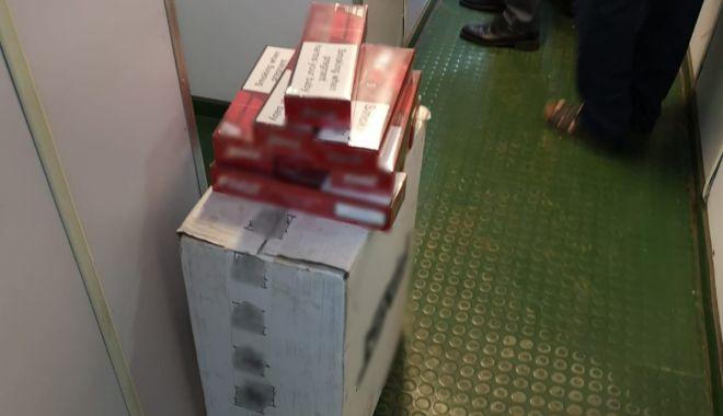 Foto: Țigări descoperite la bordul unei nave sosite în Portul Constanța Sud Agigea