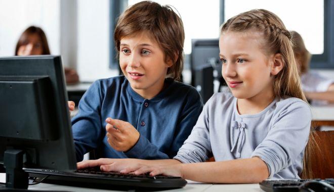 Foto: 200 de euro de la stat pentru a-şi cumpăra un computer. Cine are dreptul la bani?
