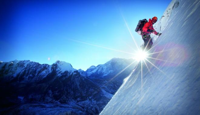 Foto: Doi alpinişti au căzut în gol de pe Masivul Mont Blanc