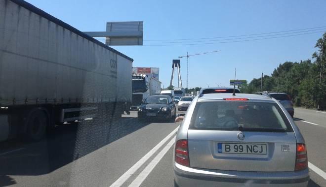 Foto: Trafic de coşmar în Constanţa / Poliţia este depăşită de situaţie! AMBULANŢĂ BLOCATĂ ÎN COLOANĂ