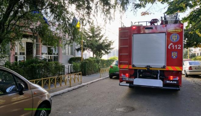 Foto: UPDATE. ELEVI DE LA O ŞCOALĂ DIN CONSTANŢA, EVACUAŢI DE URGENŢĂ! Pompierii intervin în aceste momente