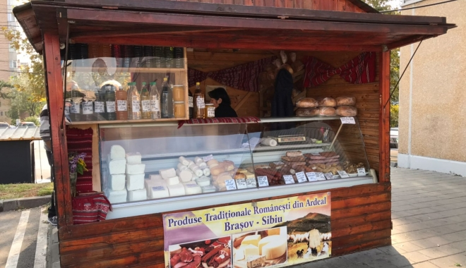 Foto: GALERIE FOTO / Produse tradiţionale sau ţepe ordinare? Cârnaţi şi salamuri ţărăneşti, făcute în fabrici de mezeluri