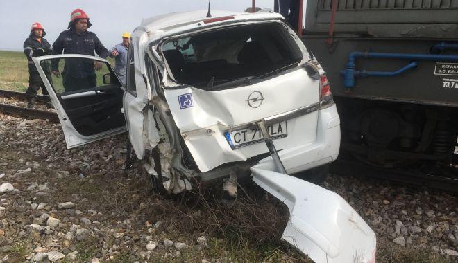 UPDATE. ACCIDENT RUTIER GRAV! Maşină lovită de tren, în judeţul Constanţa. O victimă este încarcerată - 20180416photo00000009-1523892746.jpg