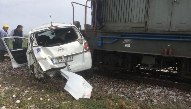 UPDATE. ACCIDENT RUTIER GRAV! Maşină lovită de tren, în judeţul Constanţa. O victimă este încarcerată - 20180416photo00000010-1523892752.jpg
