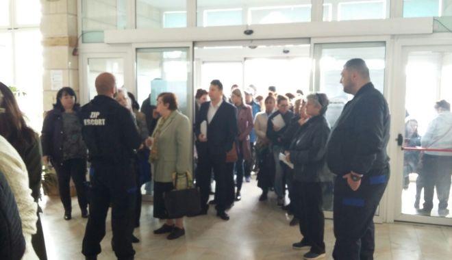 Foto: GALERIE FOTO / Aglomeraţie mare la târgul de joburi. Este prezent şi primarul Constanţei