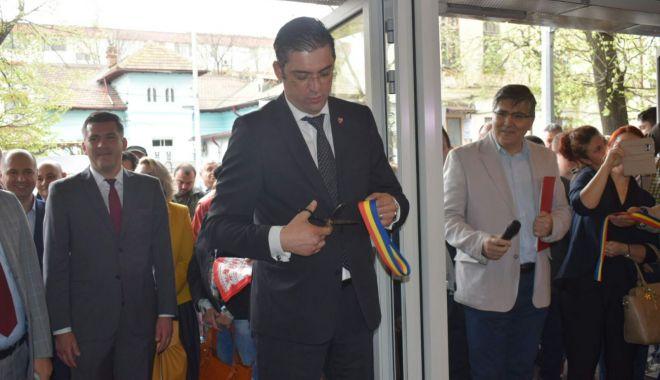 Foto: GALERIE FOTO / Centrul Multicultural Jean Constantin a fost inaugurat astăzi, în prezenţa preşedintelui CJC