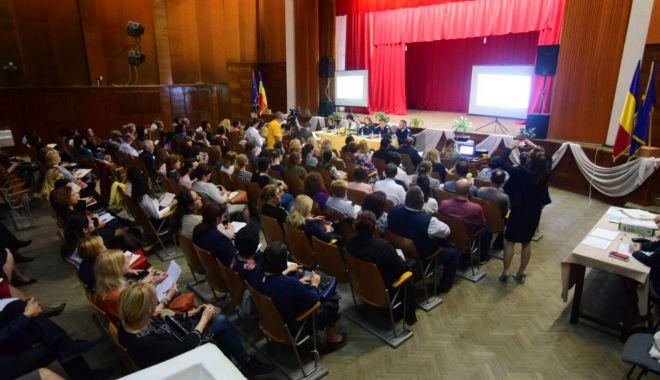 Foto: GALERIE FOTO / Directorii de unităţi de învăţământ din Constanţa, şedinţă cu conducerea ISJ