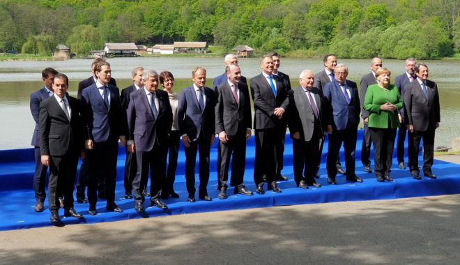 Foto: Summit Sibiu / Merkel, impresionată de cel mai mare muzeu în aer liber din Europa