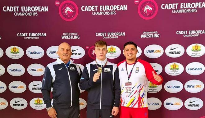 Lupte / Iosif Alexandru Ionescu a cucerit bronzul la Campionatele Europene din Bulgaria - 20223212868005452966382808568039-1624176017.jpg
