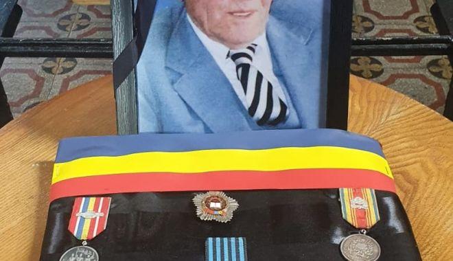 GALERIE FOTO. ONORURI MILITARE pentru veteranul de război care a pus umărul la ridicarea Sălii Sporturilor și Casei Sindicatelor din Constanța - 20303579828557934113467768886922-1624206278.jpg