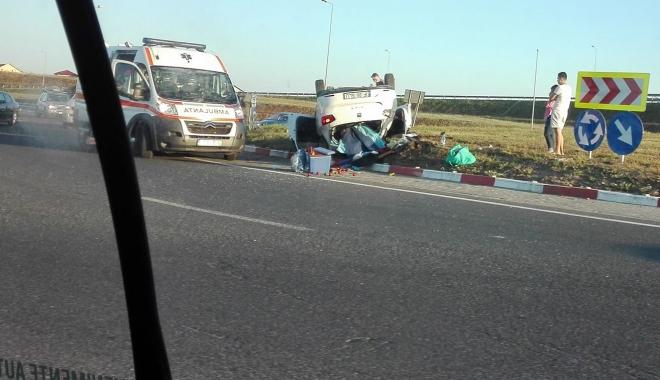 Foto: GALERIE FOTO / ACCIDENT SPECTACULOS LÂNGĂ AGIGEA! Autoturism răsturnat în sensul giratoriu