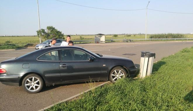 Foto: DISTRACŢIE INFERNALĂ pe AUTOSTRADA BUCUREŞTI-CONSTANŢA. Şoferul FĂRĂ PERMIS, aproape de COMĂ ALCOOLICĂ