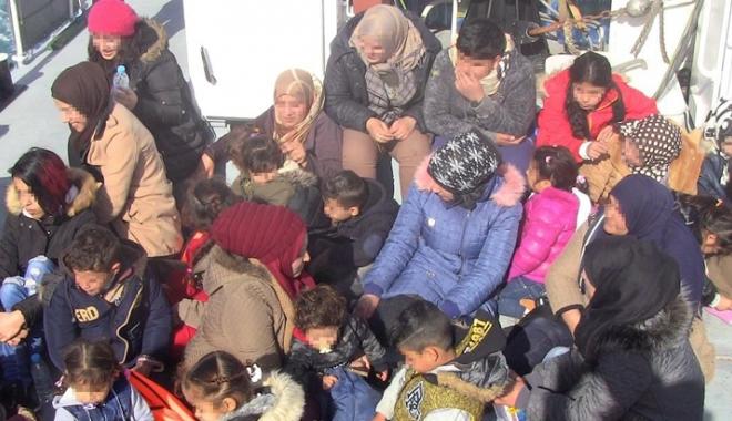Foto: Misiune de salvare în Marea Egee. Garda de Coastă a recuperat zeci de migranţi