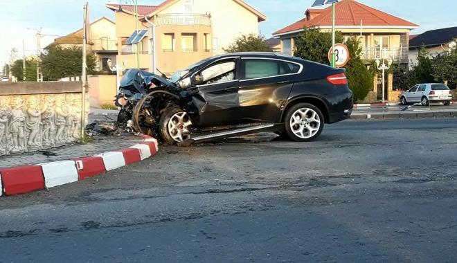 Foto: ACCIDENT SPECTACULOS ÎN NĂVODARI! Beat la volan, s-a izbit cu bolidul într-un sens giratoriu