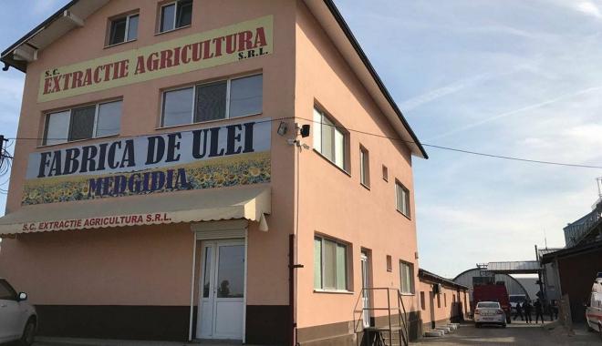 Foto: FABRICA DE ULEI DIN MEDGIDIA, CUPRINSĂ DE FLĂCĂRI. Intervin pompierii