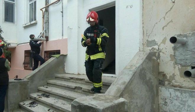 Foto: Galerie foto / Două persoane imobilizate la pat, arse într-un incendiu, la Medgidia