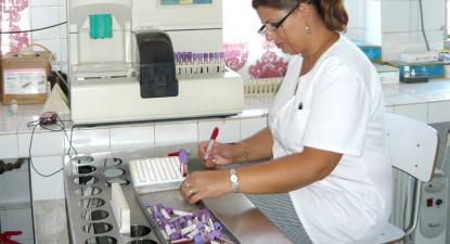Foto: Cadrele medicale de la laboratorul Spitalului Jude�ean, asigurate c� nu-�i vor pierde locurile de munc�