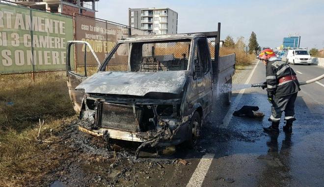 Foto: Galerie foto / Atenţie! Maşină în flăcări la intrare în Constanţa