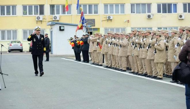 """Foto: Galerie foto / Fregata """"Regele Ferdinand"""" s-a întors acasă, la Constanţa. Militarii, aşteptaţi de prieteni şi familie"""