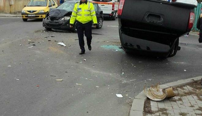 GRAV ACCIDENT RUTIER, la Constanţa. Două victime, după ce o maşină s-a răsturnat - 23633230150788648596475018097193-1510732008.jpg