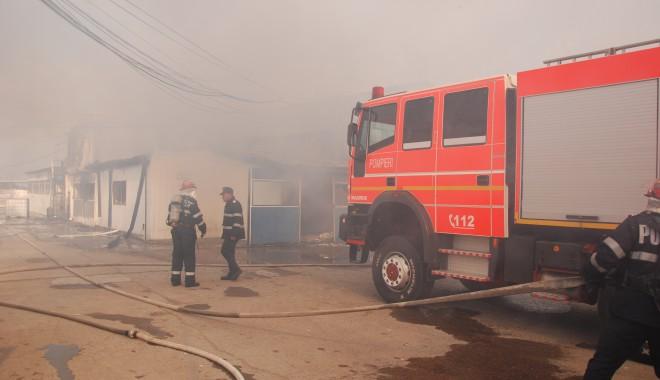 Incendiu la Hârșova - 23martieincendiu23-1395653212.jpg