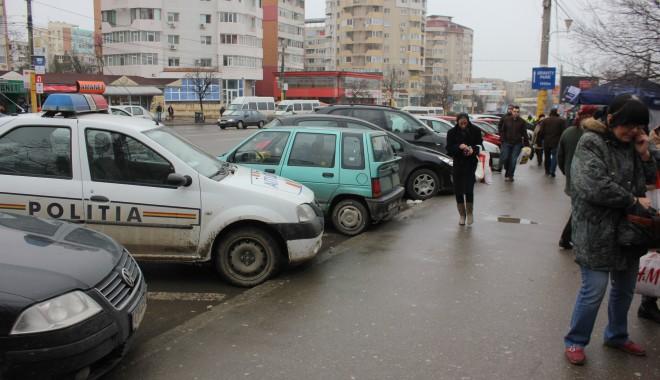 Foto: Cartier constănţean terorizat: o gaşcă de puşlamale a spart cinci maşini