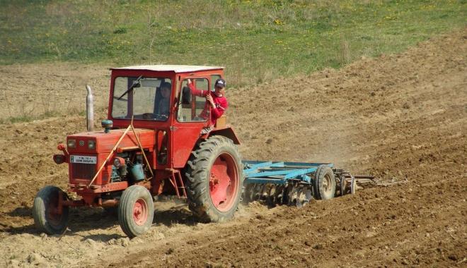 Foto: Fermierii scapă de sancţiuni din partea APIA în cazul contaminării accidentale a solului