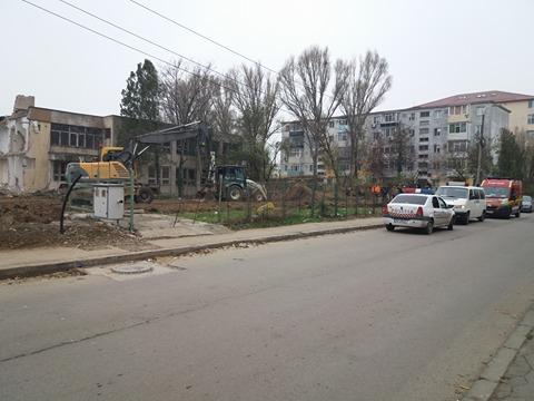 MISTER PE ȘANTIERUL DIN ZONA INTIM! ISU Dobrogea, SMURD și Poliția, la fața locului - 24098864176480232358189215664050-1511778149.jpg