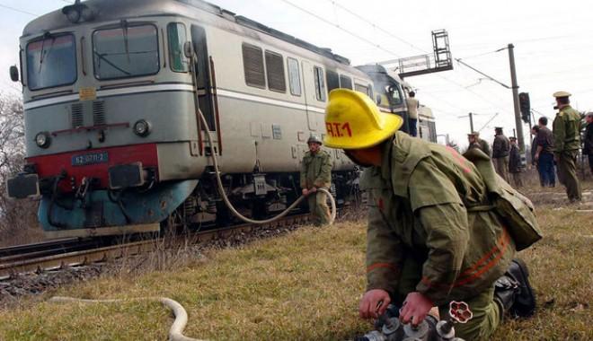 Foto: Hunedoara: Trenul rapid Viena-Bucureşti Nord a luat foc în zona Orăştie