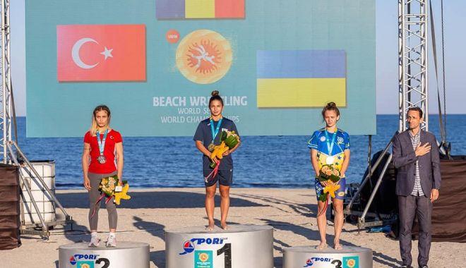 Campionatul Mondial de lupte pe plajă, la final. Seniorii români, sus pe podium! - 24331367334529234071858071621905-1632737715.jpg
