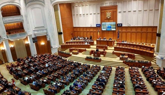 Foto: Bugetul de stat pe 2018 intră în dezbaterea Parlamentului. Opoziţia pregăteşte mii de amendamente