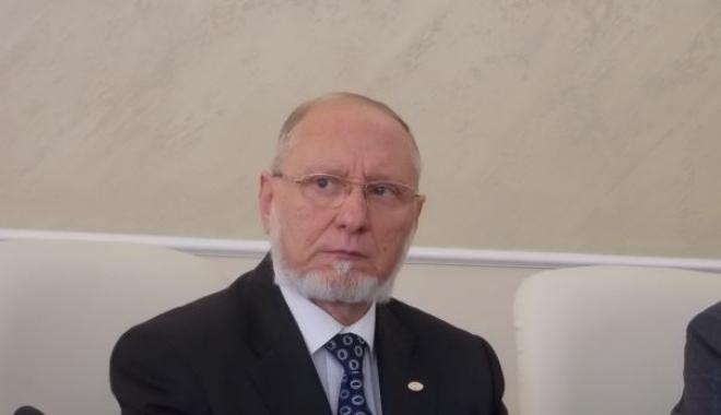 """Foto: Preşedintele Universităţii """"Andrei Şaguna"""", AUREL PAPARI, REŢINUT DE POLIŢIŞTI, în urma unui flagrant"""