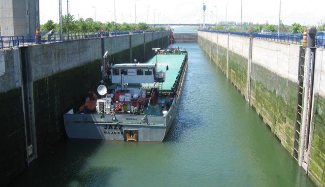 Foto: 22.511 unități navale au tranzitat canalele Dunăre - Marea Neagră și Poarta Albă - Năvodari, în 2018