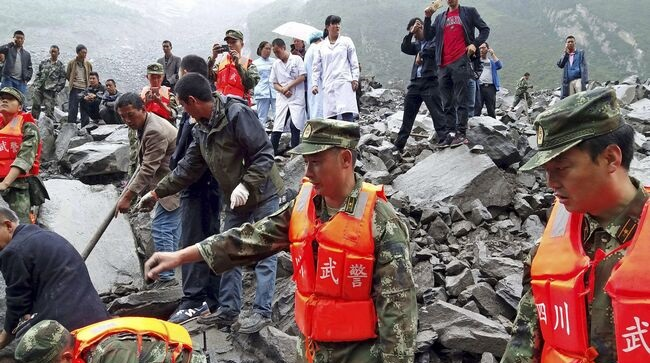 Foto: Alunecare de teren în China / Peste 120 de dispăruți. Cinci cadavre, recuperate