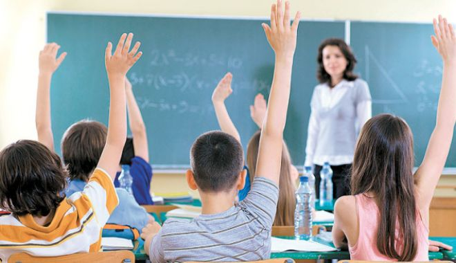 Foto: Veste bună pentru profesori! Ce decizie ia Guvernul în legătură cu cadrele didactice titulare