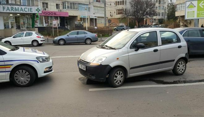Galerie foto / Accident rutier cu 5 maşini implicate, la Constanţa. Traficul este îngreunat între Dacia şi Trocadero - 25593318154452586563414520894127-1513777901.jpg
