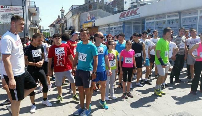 Foto: Peste 250 de studenţi au participat la crosul universitar Student Run