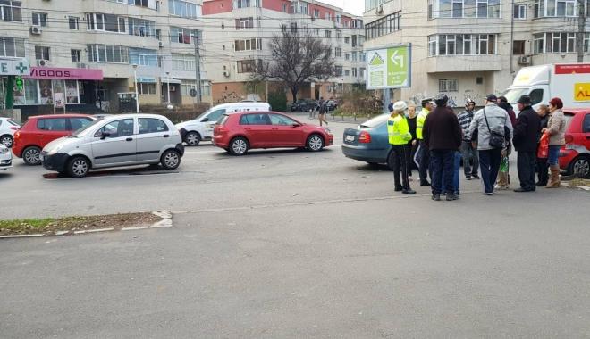 Galerie foto / Accident rutier cu 5 maşini implicate, la Constanţa. Traficul este îngreunat între Dacia şi Trocadero - 25624478154452586230081216864557-1513777907.jpg