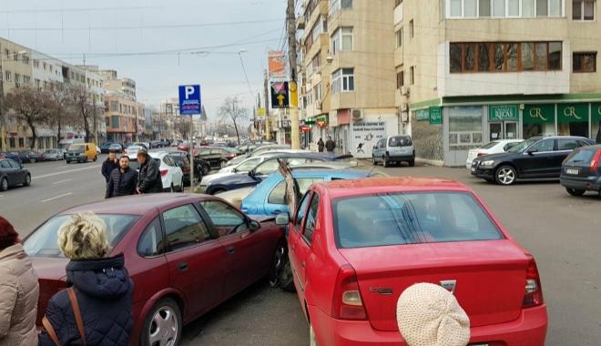 Galerie foto / Accident rutier cu 5 maşini implicate, la Constanţa. Traficul este îngreunat între Dacia şi Trocadero - 25624866154452589230080919319374-1513777914.jpg