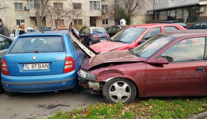 Galerie foto / Accident rutier cu 5 maşini implicate, la Constanţa. Traficul este îngreunat între Dacia şi Trocadero - 25634869154452590896747470575868-1513777923.jpg