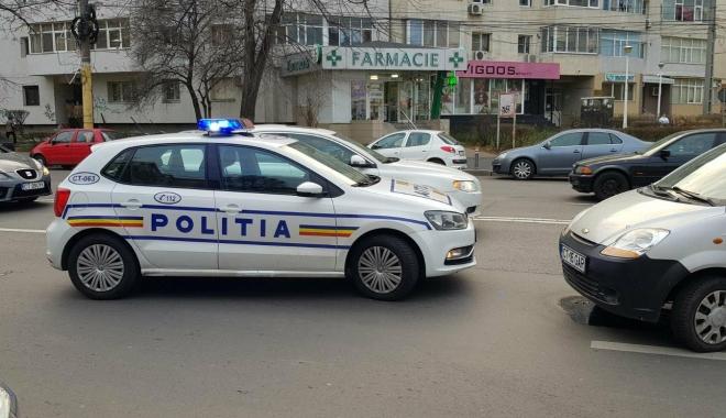 Galerie foto / Accident rutier cu 5 maşini implicate, la Constanţa. Traficul este îngreunat între Dacia şi Trocadero - 25635006154452590563414116952831-1513777931.jpg