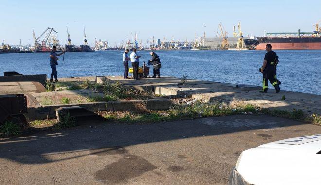 Foto: Bărbat de 74 de ani, căzut în apă, în Portul Constanța